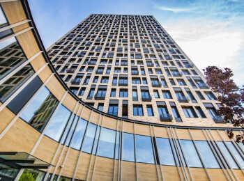Оформление фасада одной из башен